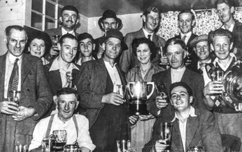 Red Lion darts team. Alf Morrell licensee 50s-60s. Back row: Bill Turville, Len Williams, F Williams, B Randle, Kelly Little. Middle row: A Morrell, B Morrell, Gerry Hanson, H Peachey, Bernard Peachey, Mrs Morrell, Fred Everett, Alf Davies, H Williams. Front row: A Hughes, F Everett