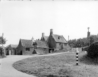 Cottages at the bottom of Foxcote Hill, Ilmington. 1948
