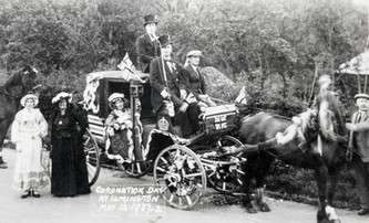 Left - Mrs Hathaway, Mrs Tom Smith. On top F. Handy, B Smith, Tommy Grumley. Hilda Everitt in the coach. Frank Hathaway holding horse