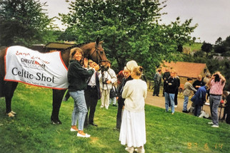 Dick Summers, a keen follower of horse racing, with Celtic Shot owned by Mr & Mrs Horton who lived on the outskirts of Ilmington. Sue their daughter had brough the horse along. c1996
