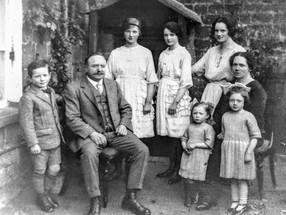 Biles family. George, Lloyd, Florence, Myra, Katie, Louise, Clare & Hilda
