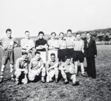 Ilmington football club. Hawkins, Hanson, P Cook, F Everett, S Deslei, J Davenport, Gayden, Williams, T Smith, L Davies, B Tate, B Morris