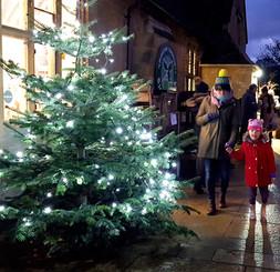 Winter. Shop Xmas Tree, Little girl