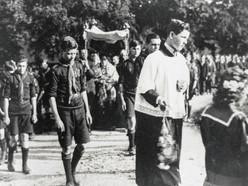 Corpus Christi procession 1927, Ilmington. Extreme left - Ernie Downes