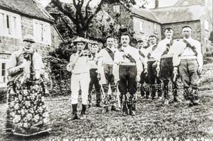 Ilmington Morris Dancers outside Old Fox House, Foxcote Hill