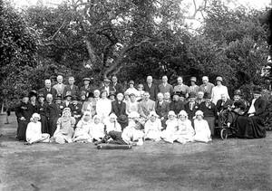 Large group of men, women and children with Sam Bennett, The Ilmington Fiddler. Ilmington. 1900s