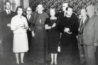 Induction of Rev TC Ekin (1963/4?). From left: Michael Dingley, Mrs TW Masters, Dr TW Masters, Rt Rev D Mackie (Assistant Bishop of Coventry), Mrs WH Doherty, Dennis Flower, Rev TC Ekin (Vicar), T Benn, George Hands