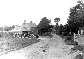 Front street, Ilmington, with horse and cart in front of Red Lion pub. 1900s
