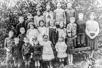 """Ilmington RC school - L. Wilkins, Reg Clarke, C. Wilson, K. Wilson, Flo Ingram (Mrs Clarke), Jack Clarke, B. Wilkins, L. Grimley, P. Hall, E. Wilson, P. Large, M. Frost (Nod), B. Newman, A. Ingram (Fr. A. Ingram wrote """"Shepherds Pie""""), U. Dunnett (Frost), W. Cooke, ?Wilson, M. Cooke (Mrs Humphries), E. Nicholls, Jum Frost (Mrs Bramble), Alice Grimley"""