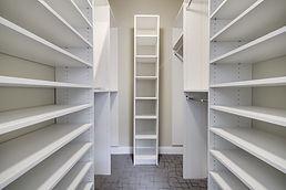 estantes vacíos