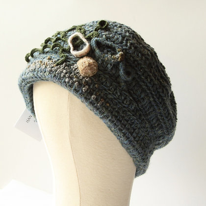Ynys y Fydlyn Hat with Shell details