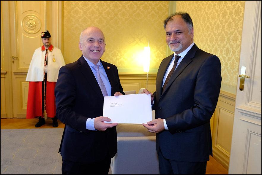 foto oficial entrega de cartas credencia