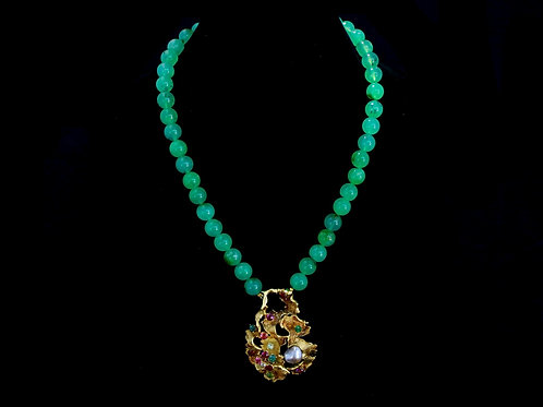 Chrysoprase Bead Necklace with Gold Pendant