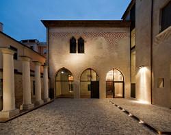 1.-Cortile-Ca-dei-Ricchi-Treviso.jpg