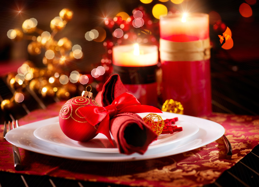 Glamorous christmas table setting