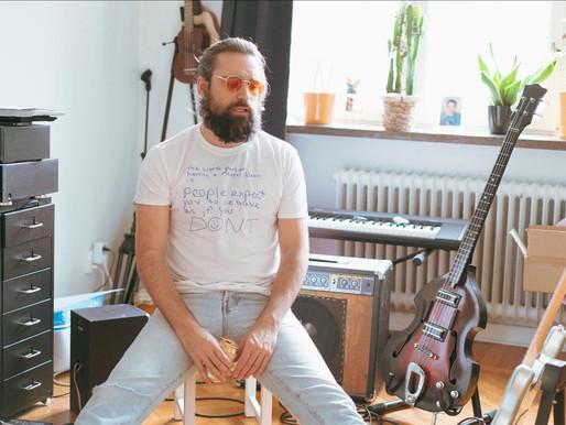 Introducing... Jo Yonderly (Sweden) - 'Dead inside the inside' (single)