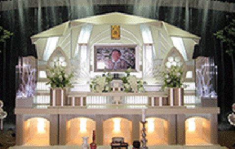ファミリーホール祭壇.jpg