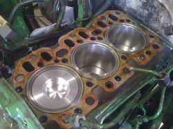 JOHN DEERE 1950 Engine rebuild