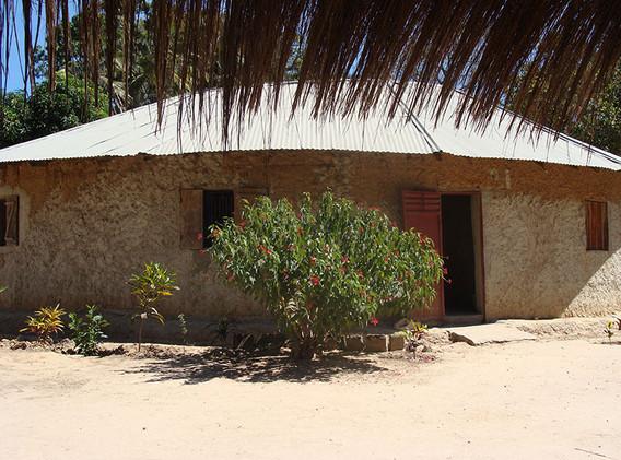 1 La case centrale du campement.JPG