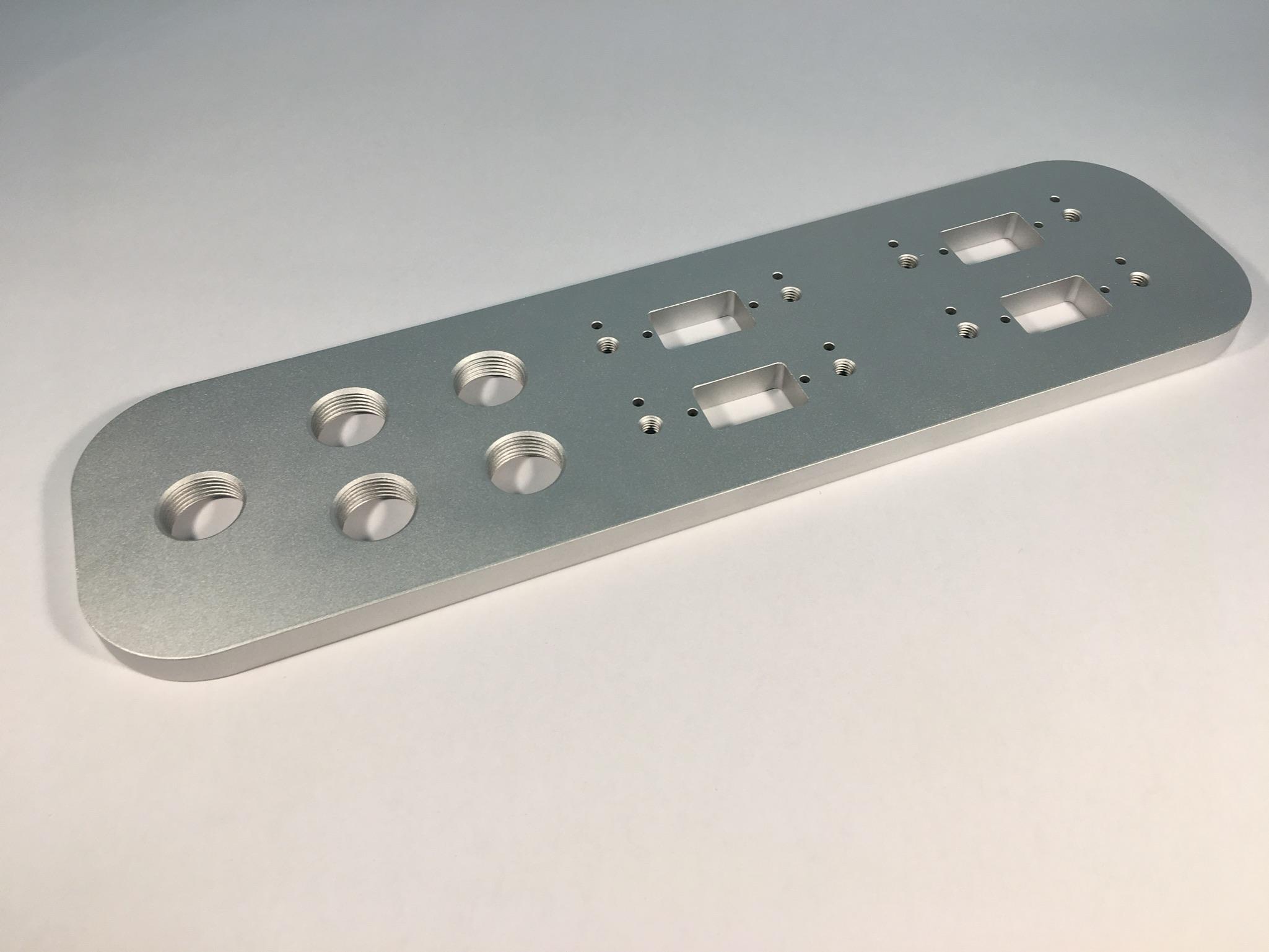 Kabel- & Stecker- Durchführung