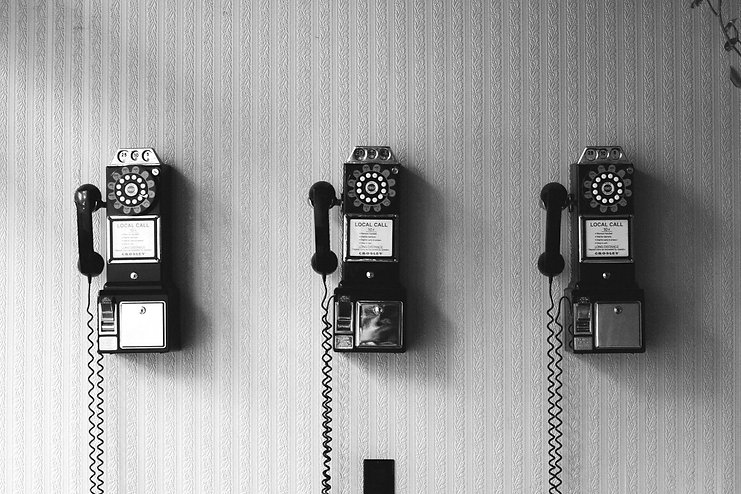 vintage%20telephone%20on%20the%20wall._e