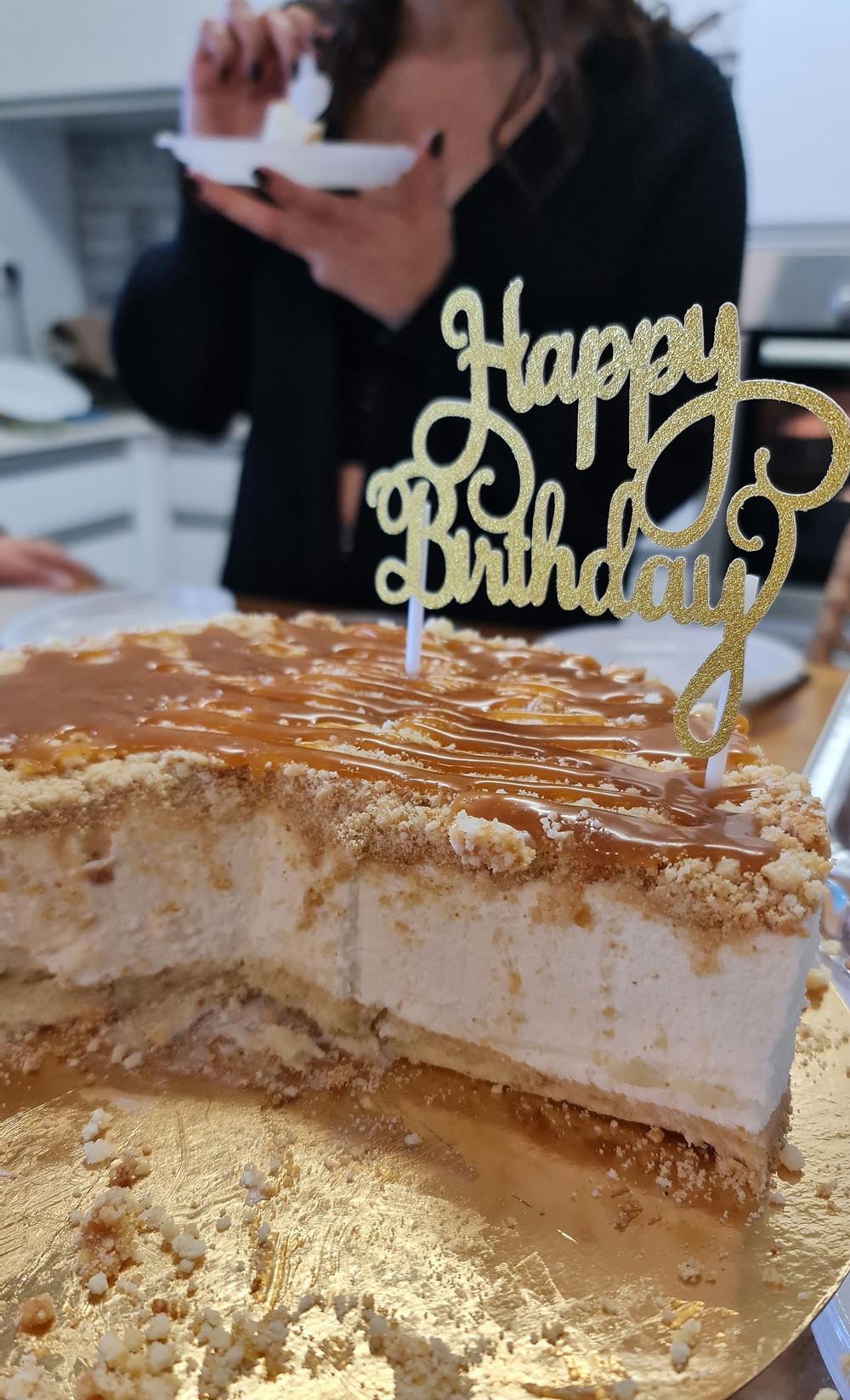 עוגת גבינה, גבינה פירורים, עוגה, גבינה, שוקולד לבן, קרמל, עוגת גבינה וקרמל  עוגתג בינה ושוקולד לבן, עוגת גבינה שוקולד לבן, עוגת גבינה פירורים ושוקולד לבן, עוגת גבינה קרה שוקולד לבן וקרמל, פליאו, ללא גלוטן, קמח כחול, קמח ורוד
