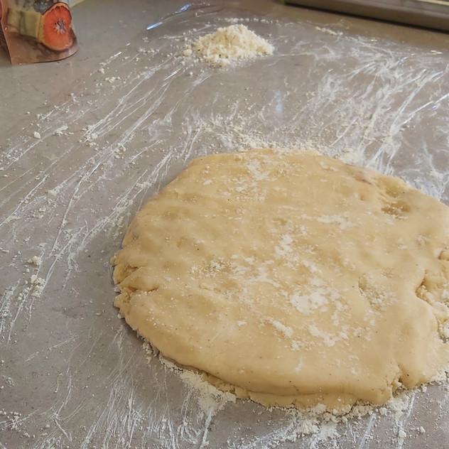 משטח מקומח, עוגת שמרים, קראנץ, קראנץ שוקולד, קראנץ ללא גלוטן, עוגת שמרים דרך טבע, דרך טבע רב תכליתי, מתכון קל ומהיר, מתכון ללא גלוטן, מתכון טעים, עוגת שמרים טעמה