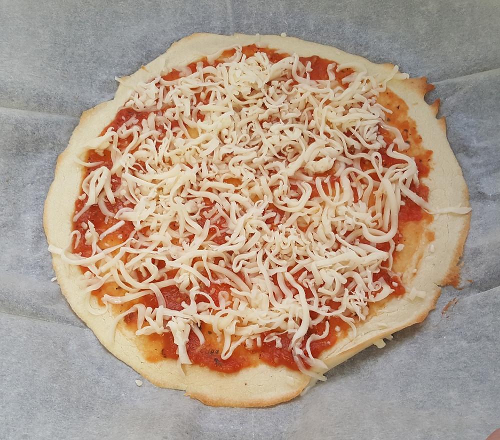 פיצה, ללא גלוטן, פליאו, קמח כחול, דרך טבע, קמח דרך טבע, גבינה, רסק עגבניות