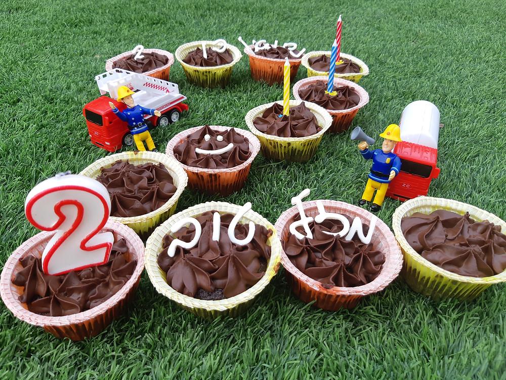 """, קאפקייק, קאפקייקס, מאפינס, מאפינז, מאפין שוקולד, מאפינס שוקולד, קאפקייק שוקולד ללא גלוטן, פליאו, שוקולד, קמח """"דרך טבע"""" כחול, גנאש, גנאש שוקולד, עוגה, עוגת שוקולד"""