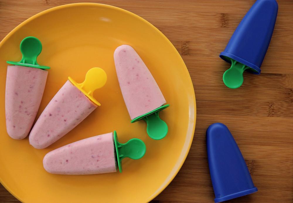 ארטיק טבעוני, קרטיב, גלידה טבעונית, גלידה דובדבן, ארטיק דובדבן, חלב קוקוס, ארטיק פרווה, ארטיק, ארטיק פליאו, ארטיק דרך טבע