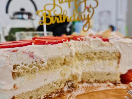 עוגת יומהולדת אבא- עוגת וניל, קרם מסקרפונה עשיר ותותים ללא גלוטן ופליאו