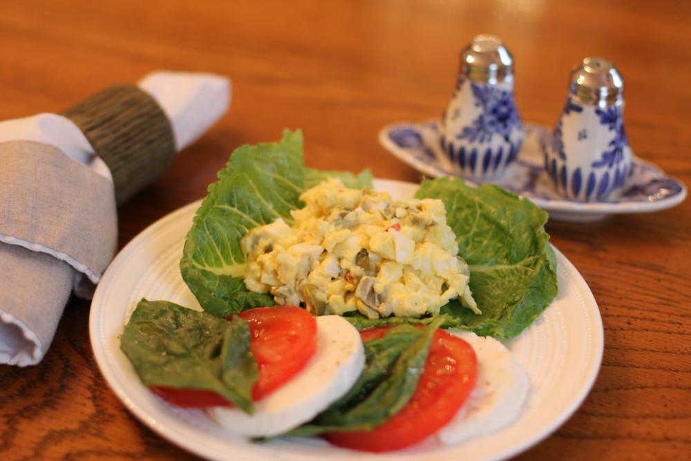 gluten free lunch, gf lunch, gluten free egg salad, gf egg salad, gf caprese salad, gluten free caprese salad, gluten free food, gf food