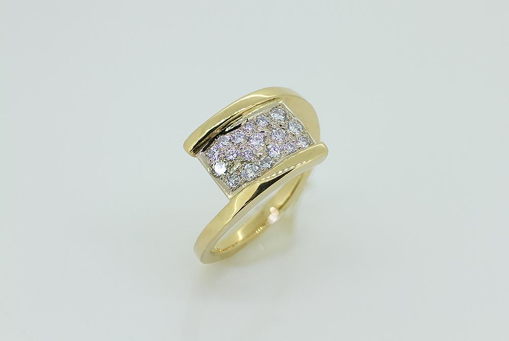 Bague en or jaune et blanc, diamants