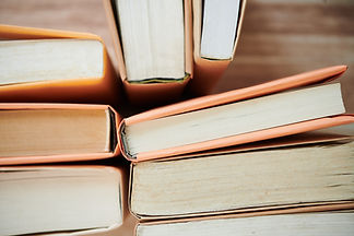 stack-of-books-in-college-library-JERFUCV.jpg
