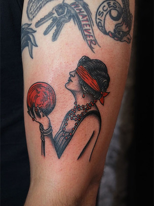 Bowlong Flapper Girl red and black tattoo