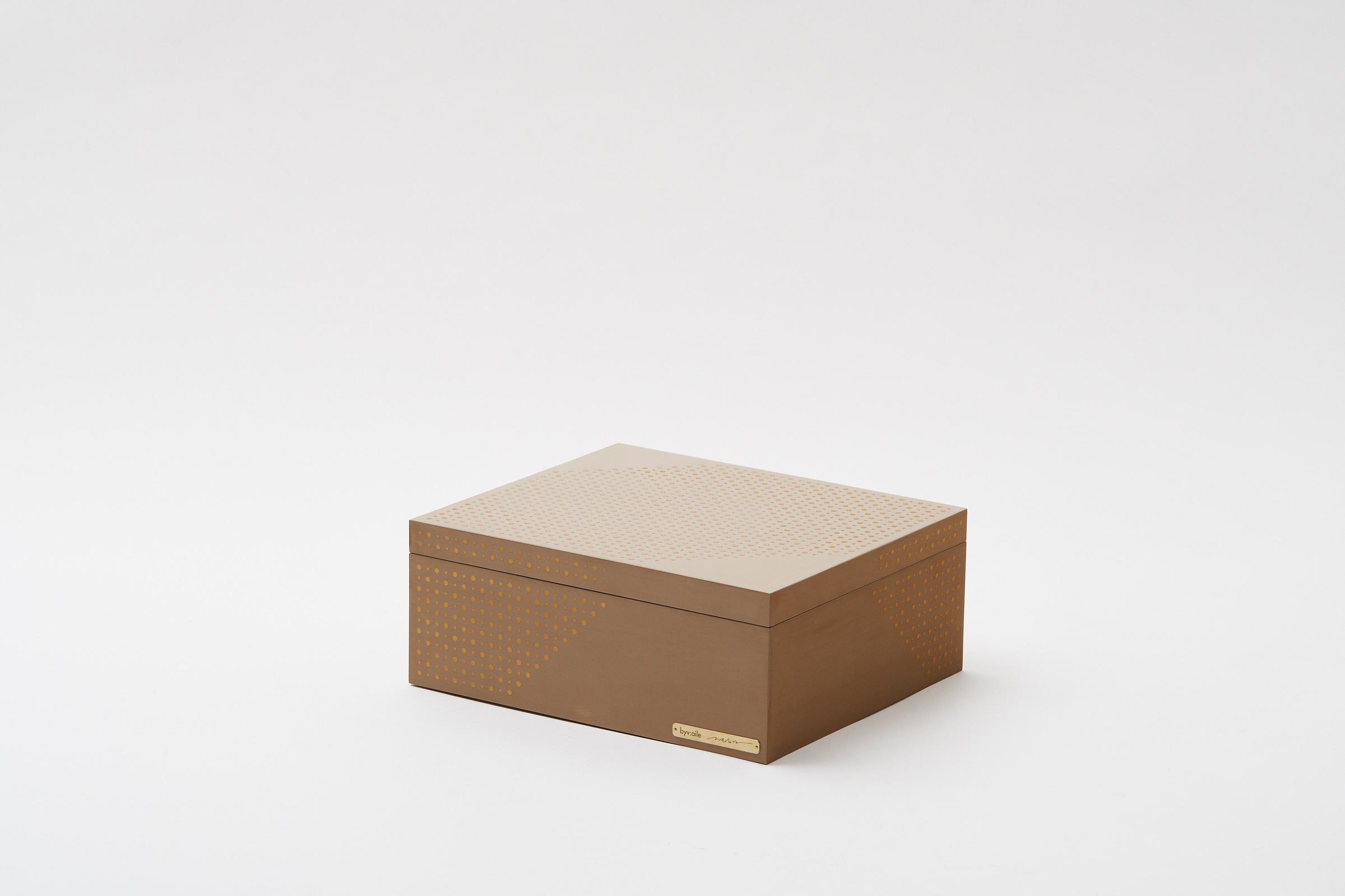 gold dot's pattern box(white)