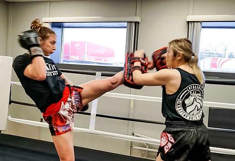 Womens-Kickbox-1.jpeg