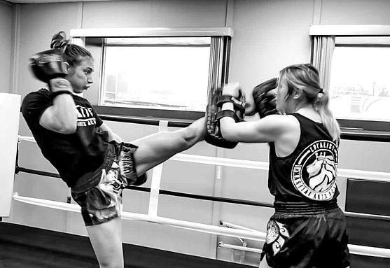 Womens-Kickbox-1_edited.jpg