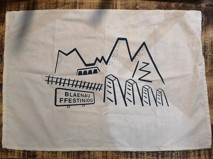 Llian llestri Blaenau Ffestiniog Tea Towel