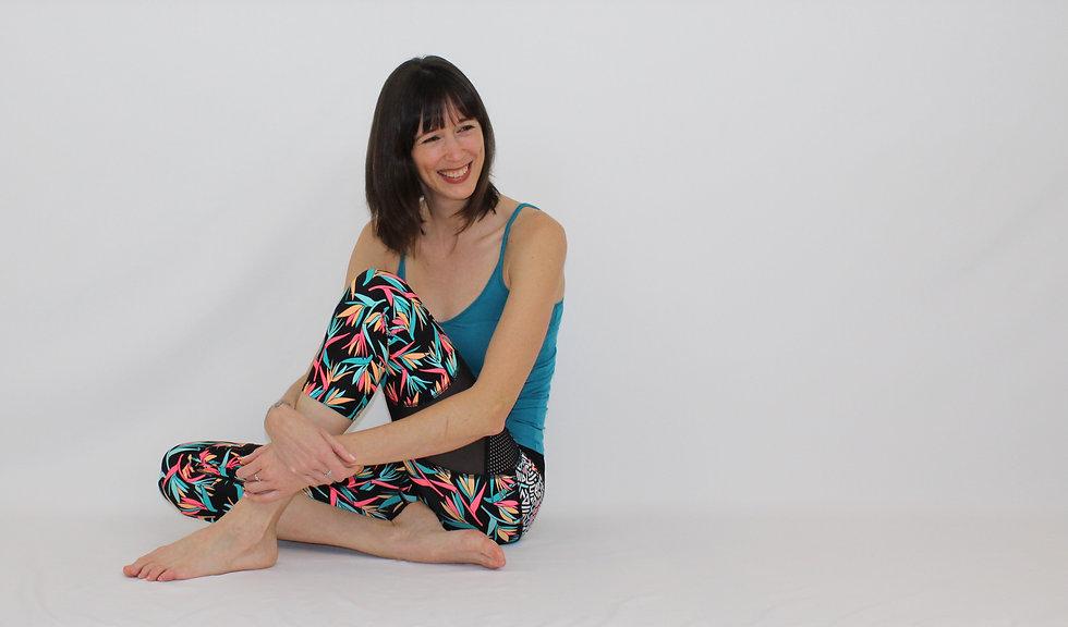Cynthia St-Amand offre des cours de pilates en ligne et des cours d'essentrics en ligne. Pratiquer le pilates à la maison