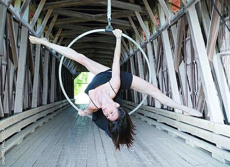 Cynthia St-Amand est une entraîneure de pilates, essentrics et stretching en ligne.