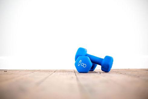 Entraînement à la maison. Pilates. Essentrics. Cours de pilates en ligne. Cours essentrics en ligne. Pilates à la maison. Exercice pour les abdominaux. Entraînement pour les femmes.