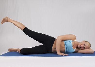 Pilates à la maison. Cours de pilates en ligne. Cours essentrics en ligne. Exercice pour les abdminaux. Entraînement pour les femmes.