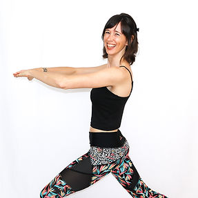 Le pilates renforce la musculature profonde et rehausse la posture. Profiter de cours de pilates en ligne et de pilates virtuel en français pour vous familiariser avec les exercices de pilates.