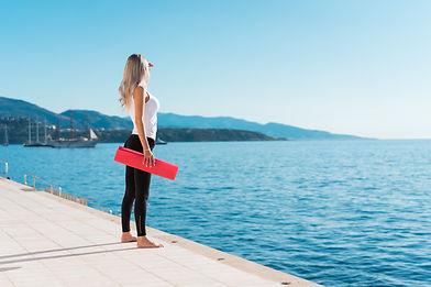 Cours de pilates en ligne. Cours essentrics en ligne. Pilates à la maison. Meilleur site d'entraînement en ligne. Entraînement en ligne. Exercice pour les abdominaux.