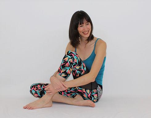 Cynthia St-Amand offre des cours de pilates et des cours d'essentrics en ligne. Entraînez-vous à la maison avec une entraîneure d'expérience.
