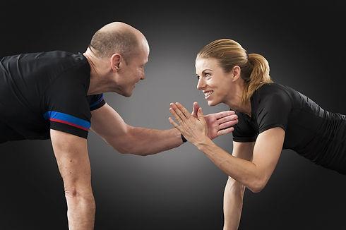 Pilates. Pilates avancé. Pilates pour athlète. Pilates à la maison. Pilates en ligne. Cours de pilates en ligne. Exercice pour les abdominaux. Exercice pour le core. Pilates pour femme. Pilates pour homme.