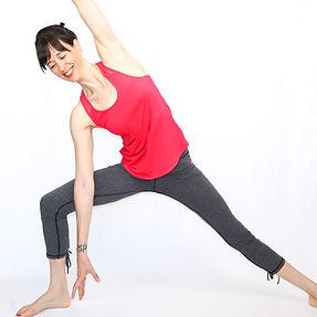 Essentrics virtuel en français. Les cours d'essentrics en ligne doux sont excellents pour aider à reduire les douleurs musculaires chroniques.