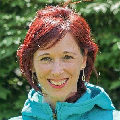 Cynthia St-Amand. Pilates à la maison. Exercice pour les abdominaux. Cours essentrics en ligne. Cours de pilates en ligne. Entraîneur de pilates. Entraîneur essentrics.
