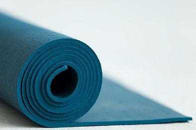 Pilates à la maison. Cours de pilates en ligne. Cours essentrics en ligne. Comment s'entraîner chez soi. Pilates. Essentrics. Exercice pour les abdominaux.